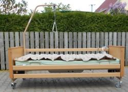 Polohovací postel.