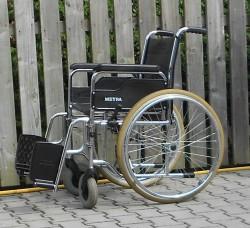 022-Mechanický invalidní vozík Meyra,