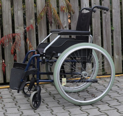 Mechanický invalidní vozík Meyra.
